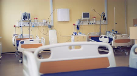 yoğun : Well-equipped hospital ward with three beds