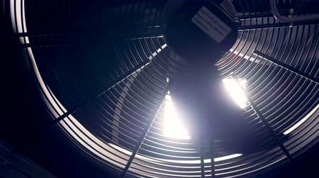 ventilátor : Close up shot of industrial fan in a cryptocurrency mining factory.