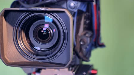 gravador : Close up of a video lens moving to settle in a straight position Stock Footage