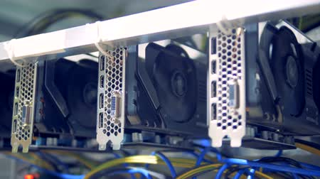 šifrování : Rotating reels of graphic cards during cryptocurrency mining