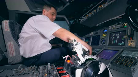 aeroespaço : A pilot gets ready for a flight, setting up planes equipment. 4K.
