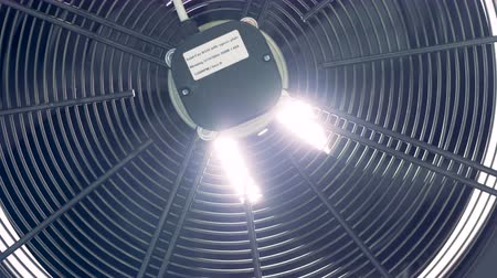 ventilátor : Close up of a high-powered rotating ventilator