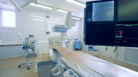yara : An operating room with a special table and heart monitors at a clinic. 4K.