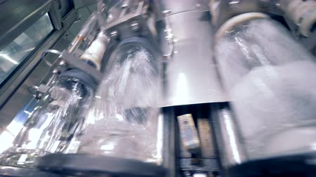 automatyka : A machine pours alcohol, close up.