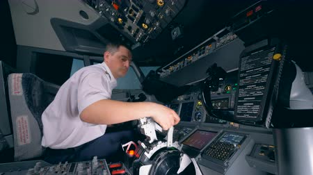 capitão : Flight instructor is checking readiness of the equipment in the flight simulator before launching