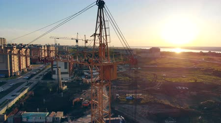 kladkostroj : Building equipment on a construction site. Construction Site At Sunset timelapse silhouette