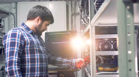 mining farm : Programmer examines processors parameters. Stock Footage