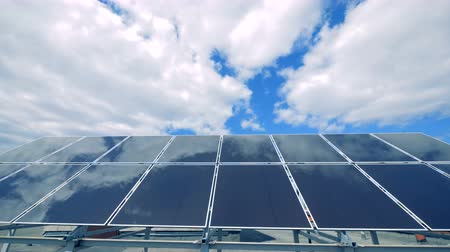 instalações : Blocks of solar batteries are on a roof, close up. Vídeos