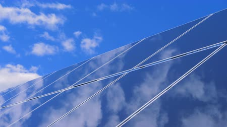 avançar : The sky is reflecting on the surface of a solar panel Stock Footage