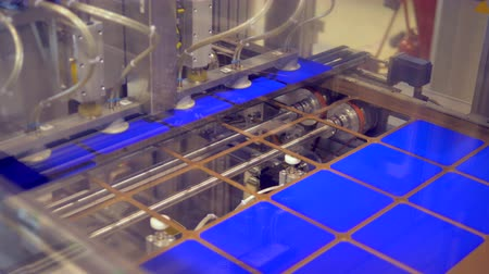 energetyka : Factory mechanism is displacing solar cells from a stencil plate Wideo