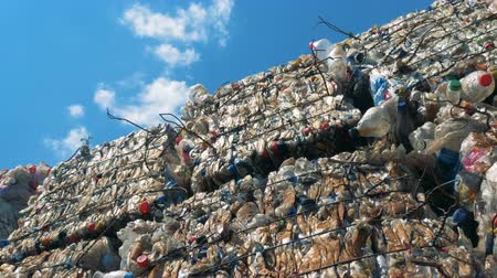 usado : Timelapse of outdoors dumping site with trash stacks. Waste recycling concept.