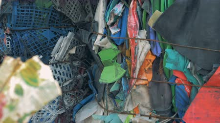 feixes : Lots of rubbish at a recycling plant, close up.