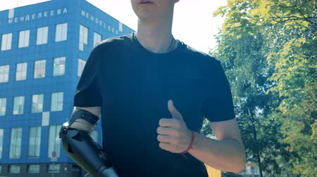 antebrazo : A man cyborg exercises with robotic hand, close up.