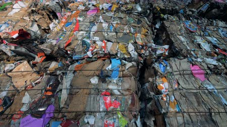 preslenmiş : Pressed garbage at a recycling factory, close up.