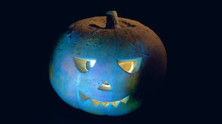 grão : A spooky pumpkin with lights, close up. Stock Footage