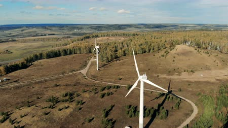 tvořit : Many wind turbines working outdoors. Wind energy turbines, bird eye view. Dostupné videozáznamy