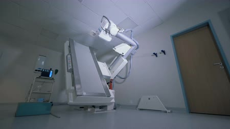 tomography : Medical scanning machine is putting itself into the right position Stock Footage