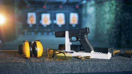 пистолеты : Shooting equipment on a targets background. Ammunition, guns, weapons at a fire range.