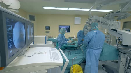 intensive care unit : Surgical process carried out by a team of doctors in a modern operational room