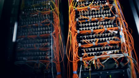 fibra : Database servers connected with orange wires Vídeos