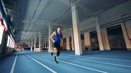 amputee : Runner workouts, wearing a prosthesis, close up. Stock Footage