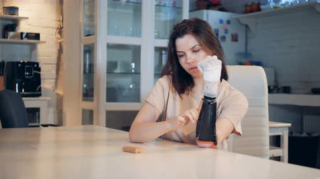 biophysics : Good-looking lady changes power blocks in her prosthetic hand