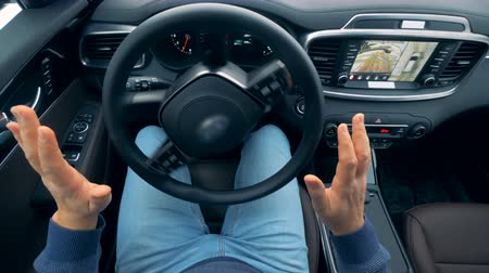 automatický : Stirring wheel is revolving without being moved by the driver. Self-driving steering wheel of an autonomous autopilot driverless car. Dostupné videozáznamy