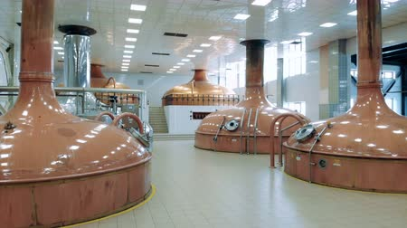 maltês : Copper cisterns installed in a brewing unit