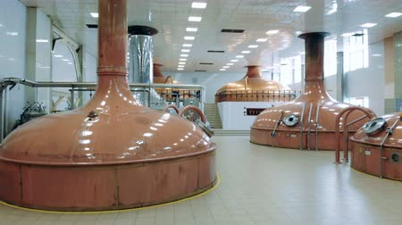 maltês : Brewing tanks installed in a distillery