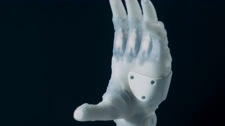 se movendo para cima : A bionic hand moving fingers, close up. Stock Footage