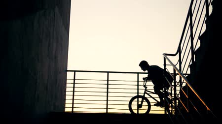 akrobata : Cyclist jumping near staircase, slow motion.