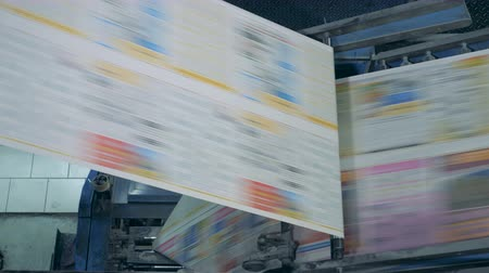 pintado : Polygraphic mechanism is printing illustrated paper