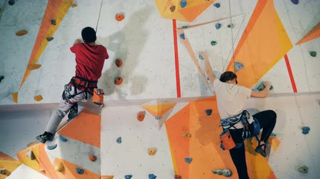 markolat : Sports people training on a wall, close up.