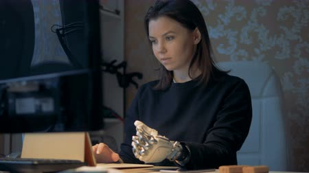 замена : Woman with prosthetic hand working, close up. Стоковые видеозаписи