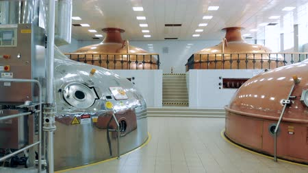 пивоваренный завод : Distillery facility with various reservoirs