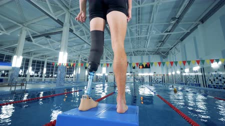 prosthesis : Person wears bionic prosthesis while training, disabled sportsman. Stock Footage