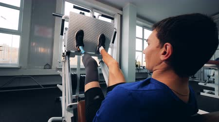 paralympic : Person workouts at a gym, wearing bionic leg prosthesis. Stock Footage
