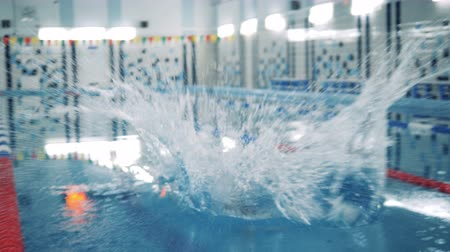 paralympic : A man with bionic leg jumps into a pool, swimming workout. Stock Footage