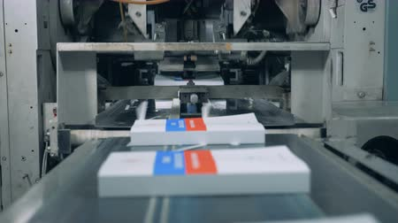 nakladatelství : Newly-printed books are getting released by the industrial mechanism