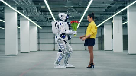 sintético : A lady is getting flowers from a tall cyborg