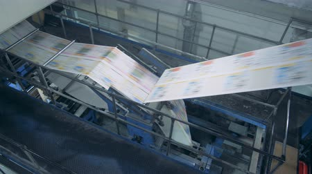 rulli : Print office conveyor works with newspaper, automated machinery.