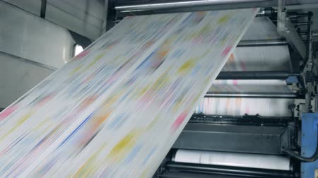 periódico : Colorful newspaper on a print office line, modern technology. Vídeos