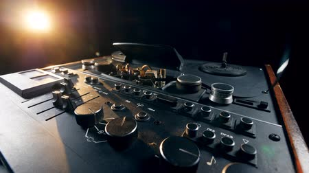 adaptador : Spools are being set on the reel-to-reel recorder Stock Footage