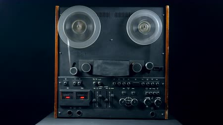 cassette : Reel-to-reel player with spinning spools Stock Footage