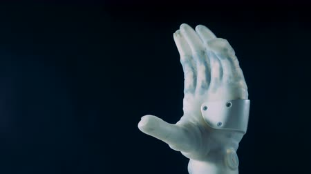 se movendo para cima : White bionic hand working, close up. Futuristic robot concept.