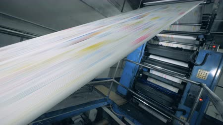 журналистика : Rolling newspaper on a typographical conveyor, automated production. Стоковые видеозаписи
