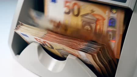 fiscal : Flow of euro bills going through the counting mechanism