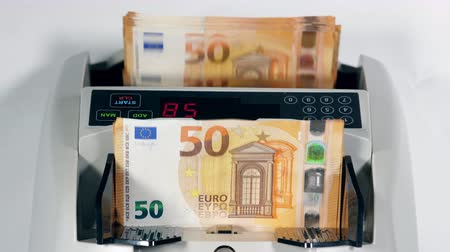 automatický : Amount of euro bills is getting automatically calculated Dostupné videozáznamy