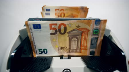 eur : Euro bills are being calculated aromatically Dostupné videozáznamy