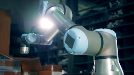 impianti idraulici : Working robotic arm at a modern factory. Filmati Stock